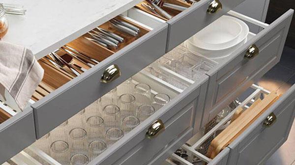 3 Lý do phòng bếp nên dùng ngăn kéo thay vì tủ đồ