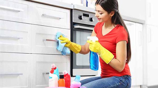 Hướng dẫn cách vệ sinh tủ bếp Acrylic bền đẹp