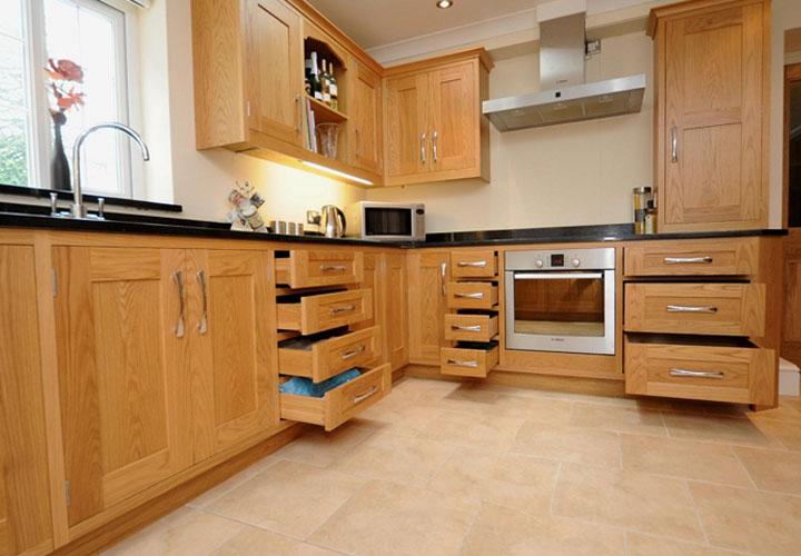 Tủ bếp gỗ sồi Nga SN04